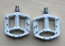 Magnesium alloy Road MTB Mountain XC AM Bike Pedals flat Bicycle Pedal White