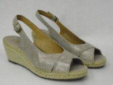 Sandali e scarpe di camoscio beige sera per il mare da donna