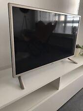 LG 32LH530V 80 cm (32 Zoll) LCD-TV, Full HD, 100 Hz, Triple Tuner, HDMI, GOLD