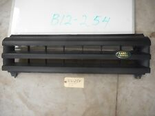 2004 LAND ROVER DISCOVERY II GRILLE OEM DHB000210PMA BROKEN BOTTOM TAB - SEE PIC