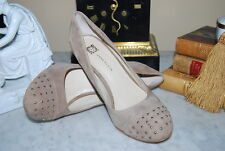 ANNE KLEIN HIGH HEEL TAN SUEDE LEATHER GOLD STUD WOMEN'S PUMP SHOES SIZE 7 1/2 M