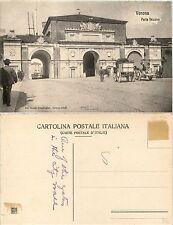 Verona, Porta Vescovo, animata con carrozze e carri, nuova