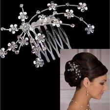 Accessoire mariage, peigne bijou de cheveux finement travaillé argenté et strass