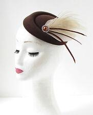 Crema Marrón Pluma de pavo real Casquete Sombrero Tocado Accesorio para pelo