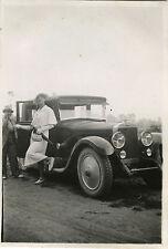 PHOTO ANCIENNE - VINTAGE SNAPSHOT - VOITURE TRAVESTI HOMME DÉGUISEMENT MODE 1934