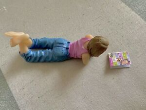 DOLLS HOUSE MINIATURE GIRL RELAXING READING WOMENS WEEKLY