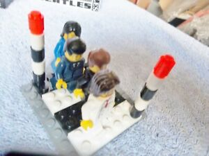 THE BEATLES ABBEY ROAD ZEBRA CROSSING  LEGO FIGURES PHOTO SHOOT  AWESOME!