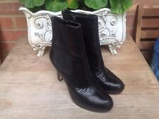 CLARKS SOFTWEAR BLACK REAL LEATHER SNAKESKIN ANKLE BOOTS. SIZE 5