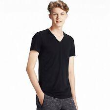 UNIQLO Men's HEATTECH V-Neck T-Shirt M BLACK Athletic Stretch Under Garment NIP!