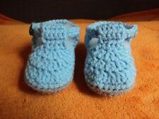 Scarpine bimbo/ neonato realizzate all'uncinetto azzurro, chiusura con bottoncin