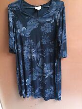 Avenue Dress Size 18/20 Dark Blue Floral Body Con Stretch 3/4 Sleeves Dress. D11