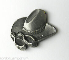 USA COWBOY HAT & SPURS AMERICA PATRIOTIC LOGO LAPEL PIN BADGE 3/4 INCH
