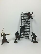 2003 - Play Along - Battle of Helm's Deep accessories and figs Lord of the Rings