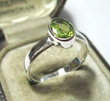 Beautiful Sterling Solid SILVER Real Peridot Gem Stone RING Jewellery Size R 8.5