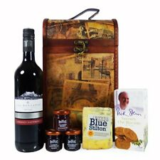 Las Montanas Red Wine and Stilton Cheese Food Gift Hamper in Vintage Style Chest