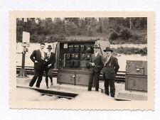 PHOTO Transport Groupe d'hommes Gare Train Compteur Électrique Vers 1930-1940