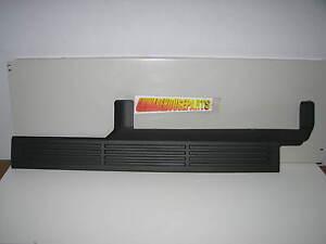 2003-2006 SILVERADO SIERRA DRIVER SIDE FRONT DOOR SCUFF PLATE SILL GRAY 10359439