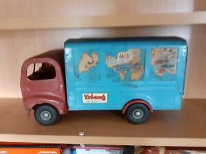 triang tin box truck