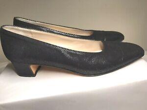 SALVATORE FERRAGAMO DE31350 Black Embossed Leather Low Heel Pumps 6.5 AA Italy