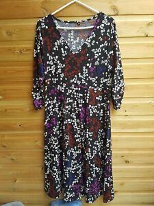 Ladies Stunning Stretch Black Floral 3/4 Sleeve Dress Size 16-18 BNWOT