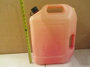VTG BLITZ 6 GALLON & 16 Oz PLASTIC VENTED GASOLINE CAN W SPOUT GAS OIL OLD STYLE
