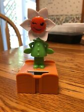 New Solar Powered Dancing Toy Bobble Head DANCING Flower - Winking