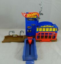 2009 Mattel Hot Wheels Police Pursuit Fold & Carry Station Playset for Cars