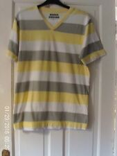 WHITE AND YELLOW T SHIRT, SIZE SMALL