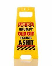 GRUMPY OLD GIT TAKING A S**T DESK SIGN Yellow 25cm fun office gift New