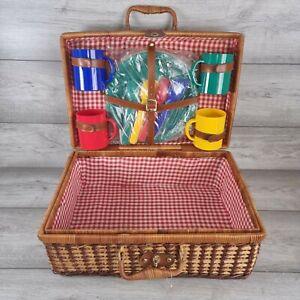 Vintage Camping Picnic 4 Plate Set Wicker Basket Hamper Unused Multicolour
