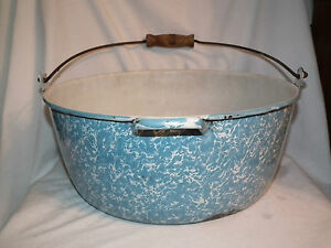LARGE VINTAGE BLUE SWIRL SPLATTER GRANITE WIRE HANDLED POT 13.5 INCH PRIMITIVE