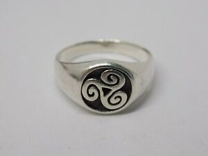 LARGE SIZE SOLID SILVER SEA GEMS TRIBAL RING. SIZE Z 1/2. BEAUTIFUL WAVE DESIGN