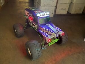 1/10 Scale TRAXXAS GRAVE DIGGER  R.T.R. R/C Electric Racing TRUCK