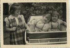 PHOTO ANCIENNE - VINTAGE SNAPSHOT - ENFANT JUMELLES LANDAU MODE DRÔLE - TWINS