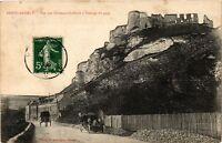 CPA Le Petit Andely - Vue sur Chateau Gaillard á l'entrée du pays (163557)