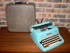 Vintage 1956 Royal Quiet De Luxe Teal Blue Manual Portable Typewriter w/Case