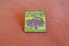 17438 PIN'S PINS LES ANNEES TWIST CABARET FOLIES BERGERE PARIS RENAULT DAUPHINE