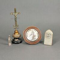 lot d'objets religieux - crucifix, Sainte Thérèse de Lisieux, vierge Marie