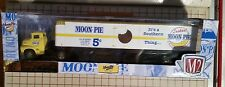 M2 Machines Moon Pie 1956 Ford Coe Tractor Trailer Chase