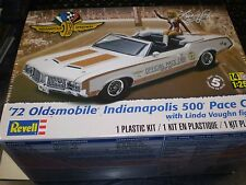Revell 1:25 1972 Olds Indy Pace Car w/Figure Plastic Model Kit 85-4197 85-4197