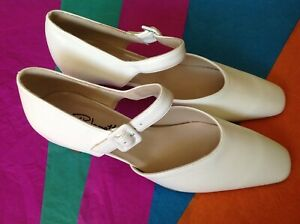 Lovely Ladies White Wedding, Formal, Occassional Size 7 Shoes, New Shop Cleara