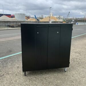 Sideboard VS Dekor schwarz, Türen faltbar und abschließbar