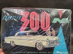 CHRYSLER 300 Moebius Models Kit 1/25 Scale Model Plastic Car 1201