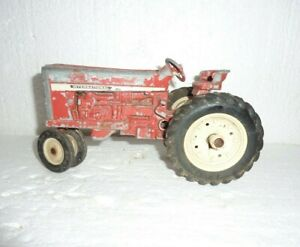 Vintage IH International Narrow Front Diecast Metal Tractor For Parts  S-25
