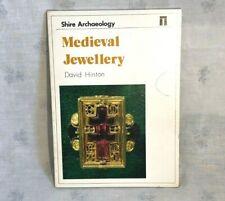 1982 Mittelalter Schmuck Buch von David Hinton Auenland Archäologie