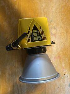 Alien Bees 320WS B800 Studio Light Yellow With Reflector