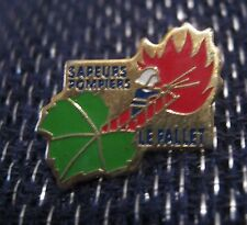 Fantastic advertising push pin badge Sapeurs Pompiers La Pallet Firefighter