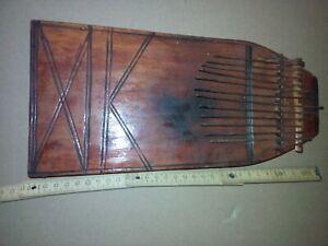 Kalimba lamellofono artigianale in legno scavato