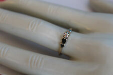 10K YELLOW GOLD MAGIC GLO RING 2HEARTS DOWN EITHER SIDE OF SETTING SIZE 6.25