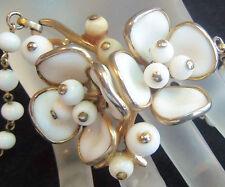 TRIFARI 50'S WHITE POURED GLASS FLOWER PENDANT NECKLACE  Estate JEWEL So pretty!